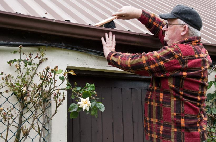 Cleaning Gutters - Have a Spring Ready Backyard in 5 Easy Steps
