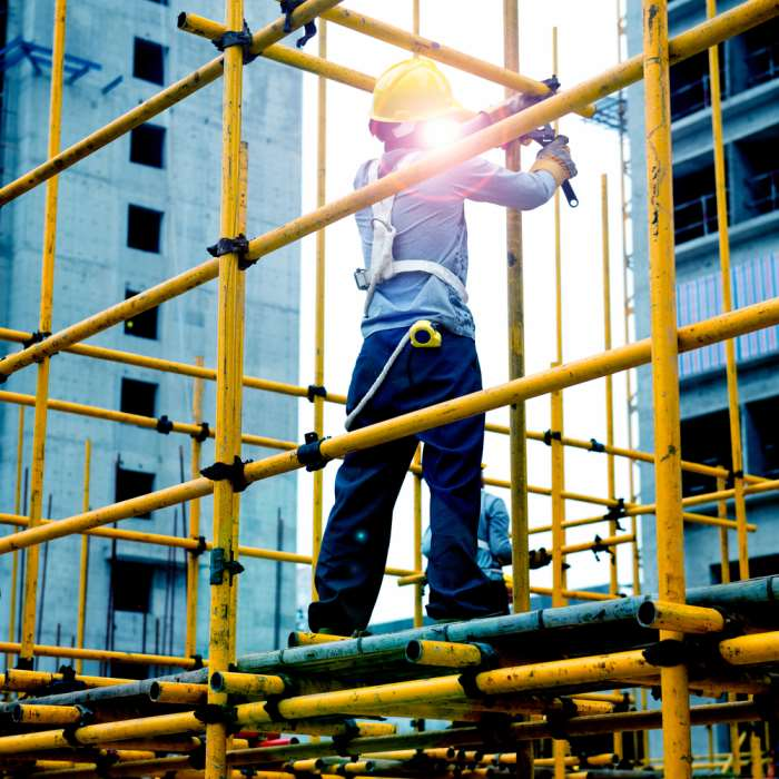 Working On Scaffolding : How to avoid disasters on a construction site totally